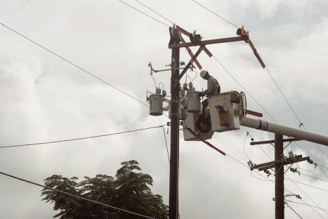 Making room for Google Fiber on Austin's utility poles